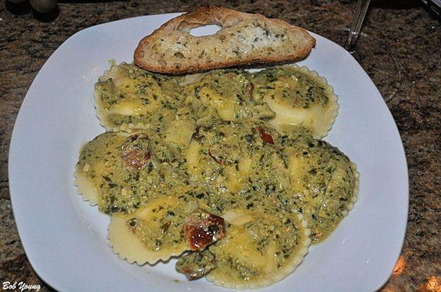 Cheese Ravioli pesto sauce